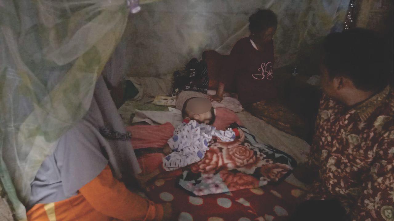 Evakuasi Pasien Bayi Penderita HIDROSEPALUS